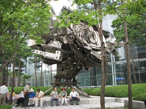 posco-center-statue.jpg