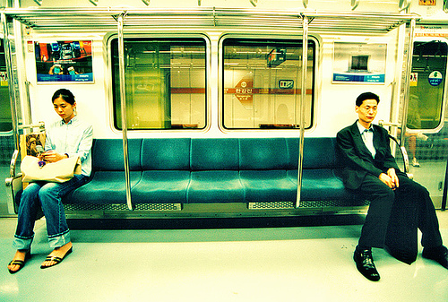 http://thegrandnarrative.files.wordpress.com/2008/06/korean-man-and-woman-sitting-apart-on-subway.jpg?w=800&h=458