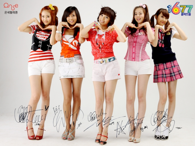 원더걸스-wondergirls-in-short-skirts-doing-cute-faces