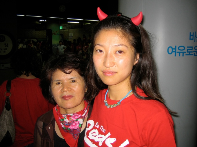 korean-mother-and-daughter-red-devils