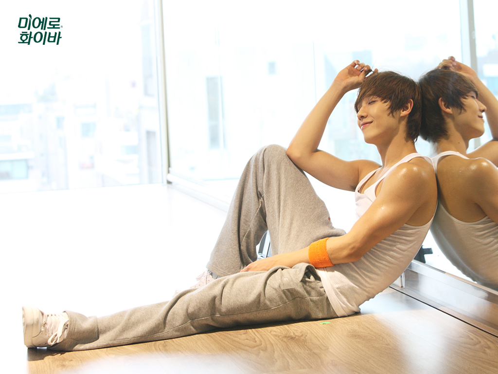 http://thegrandnarrative.files.wordpress.com/2010/04/lee-joon-mblaq-miero-fiber.jpg