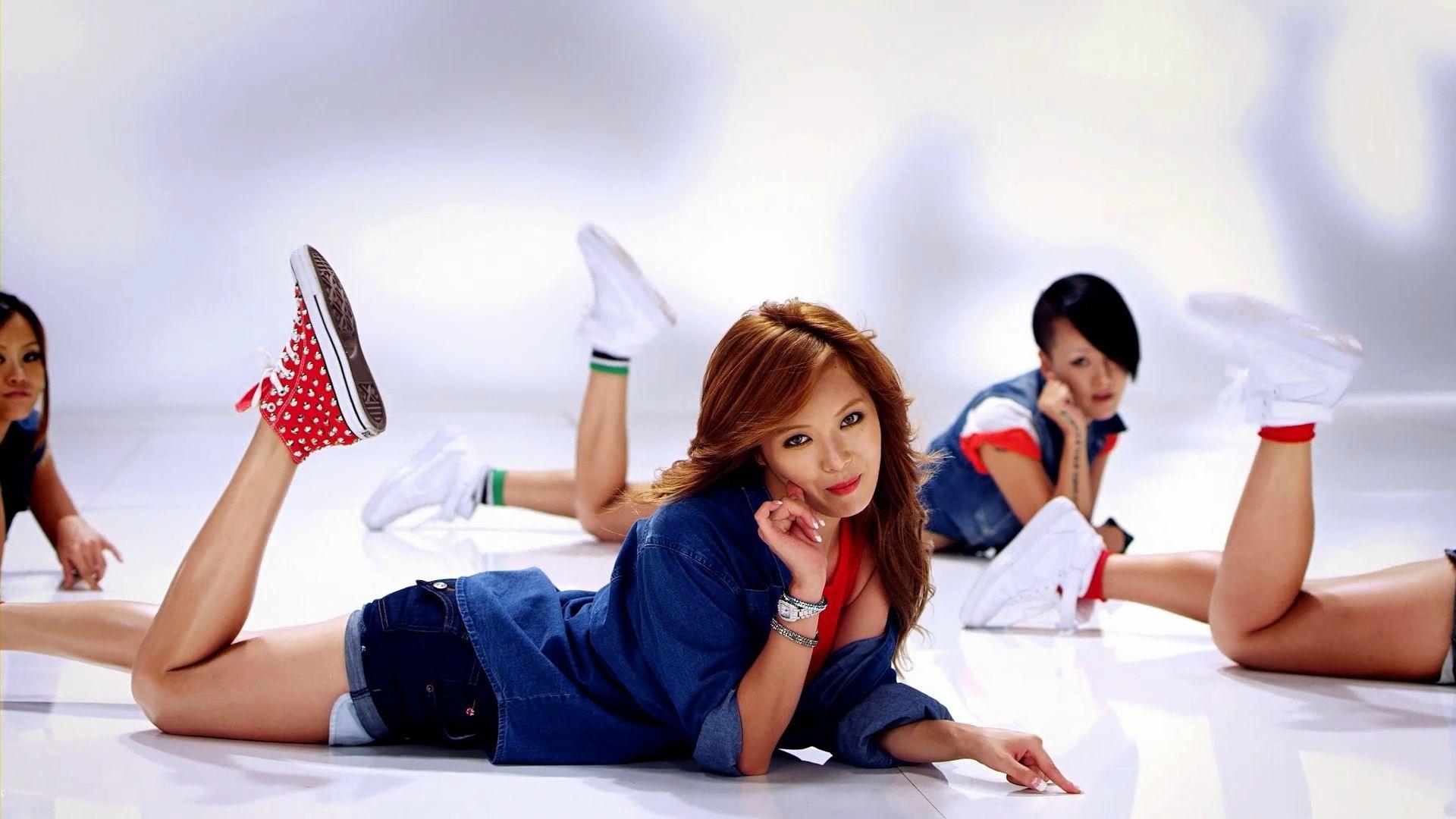 Hyuna Bubble Pop Wallpaper