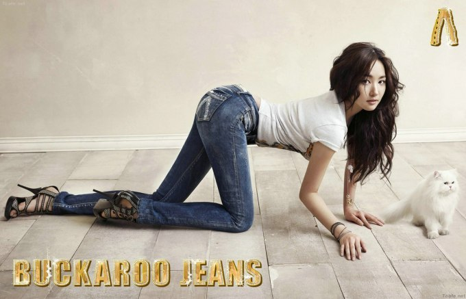 Park Min-young jeans floor